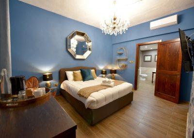 Claude 1553 Queen Room